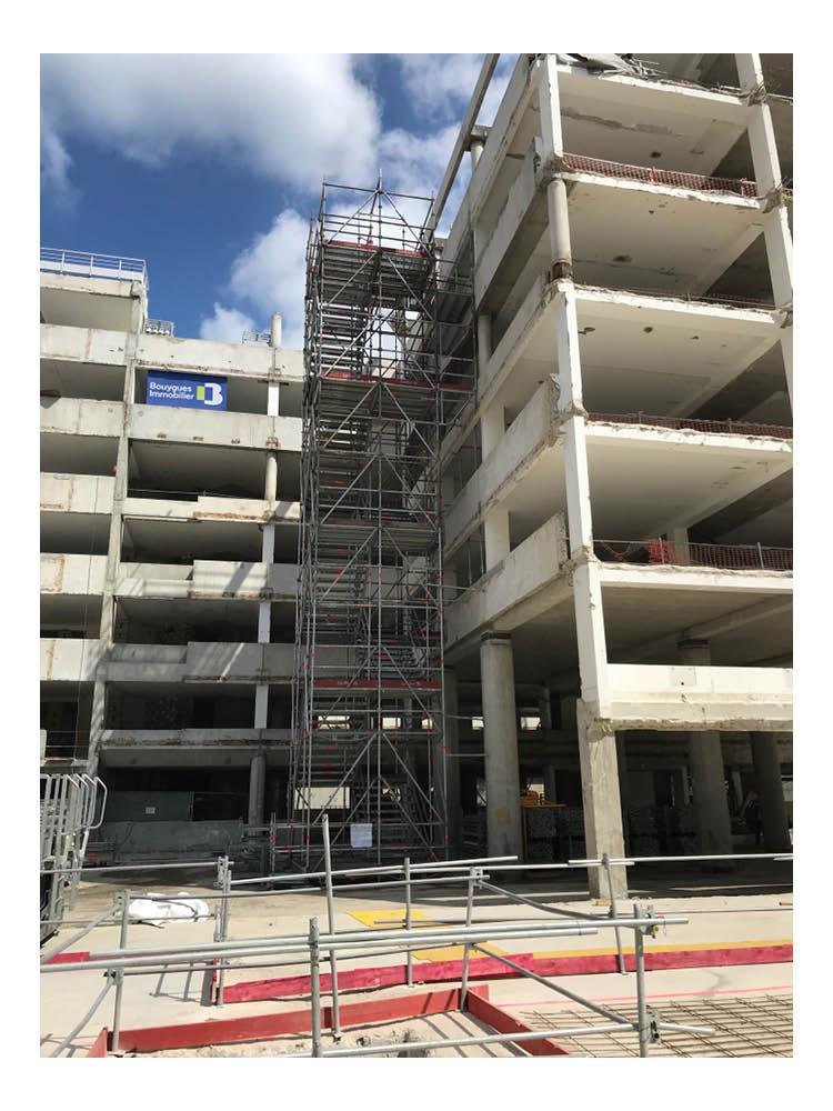 J4R-escalier-publique-et-chantier-